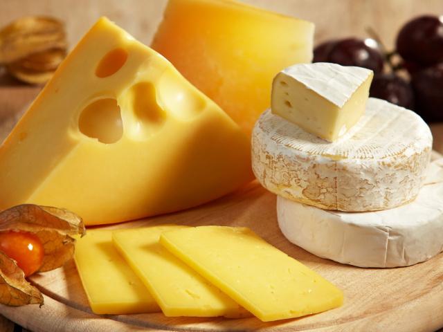 Украинские поставщики заменили сыры на «сырные продукты» без молока или по чем нынче дырки от сыра?